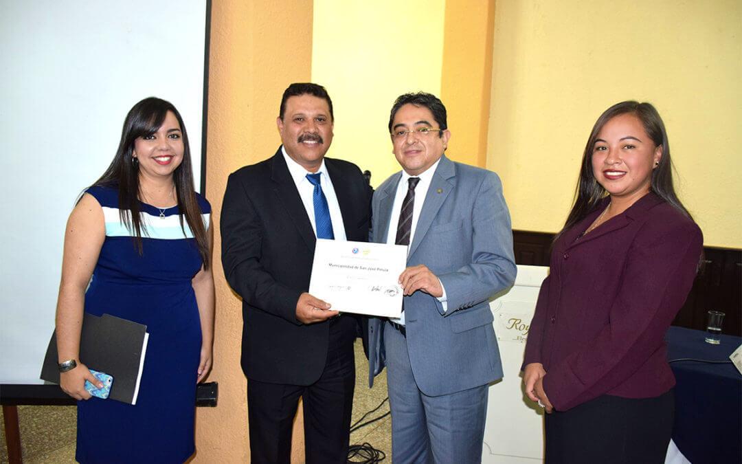 Municipalidad recibe reconocimiento.
